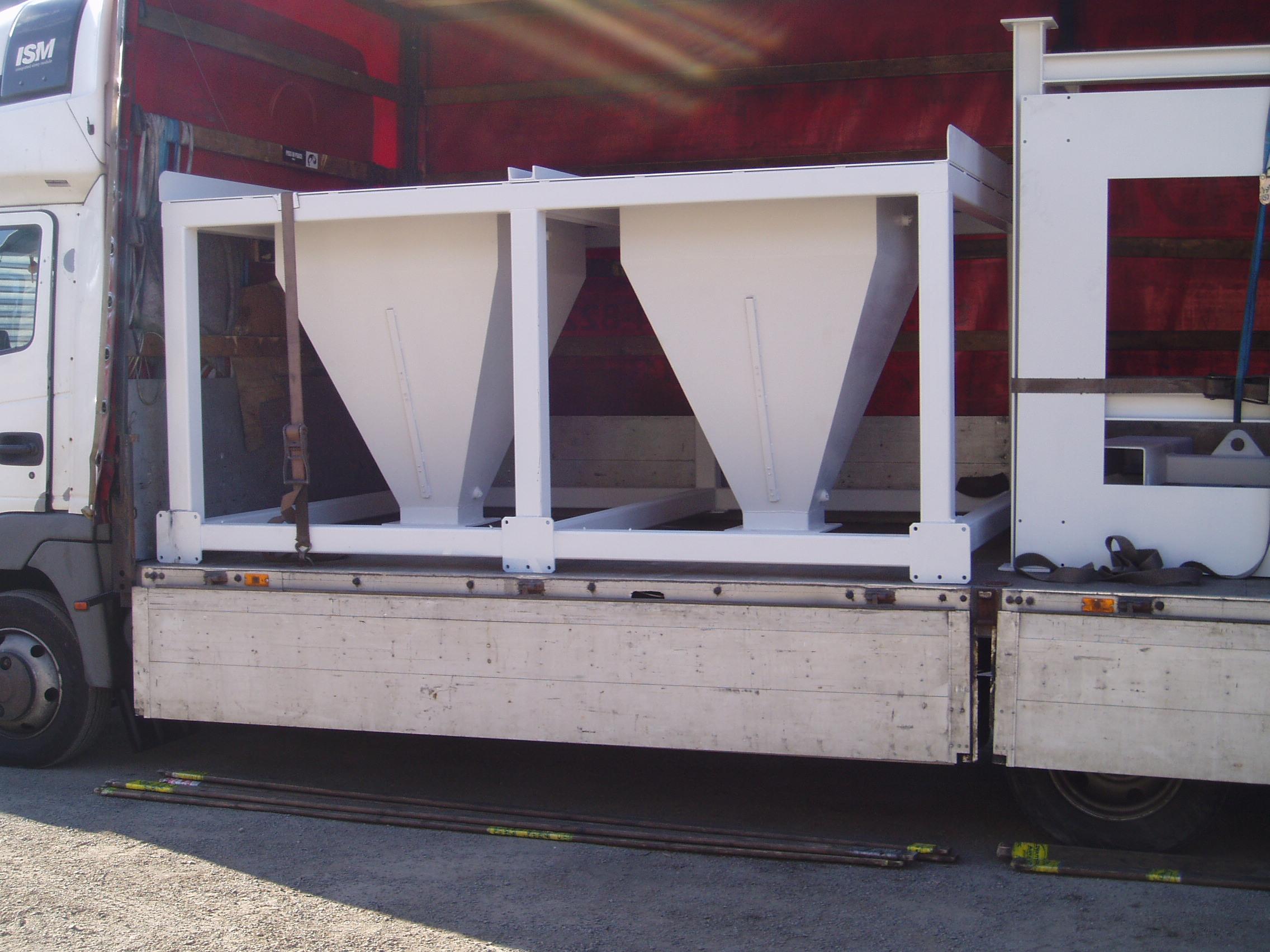 Lieferung - 2 Behältern in der Stahlbau